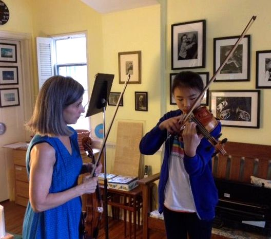 "Young Beverly Hills violin student concentrates on music during violin lessons with Suzuki-certified violin teacher Constance, author of the popular Los Angeles Times article about the Suzuki method titled ""The Mom-centric method."""